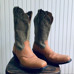 Square Toe Ariat Boots in Green and Tan Size 7.5B